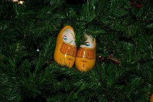 Wooden shoes xmas tree deco 2 by steppelandstock