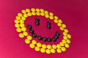 Smile in yellow by vallo29