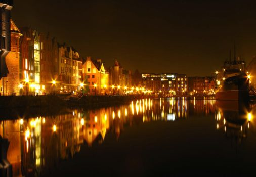 Gdansk at night by Navratin