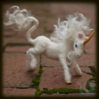 Needle-felted Unicorn by crocodiledreams