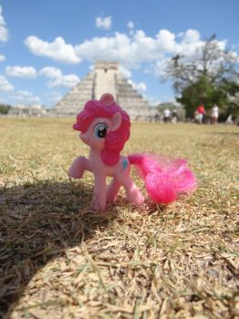 Pinkie Pie's adventure in Mexico by Cilea-D