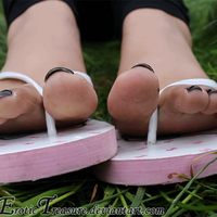 Olivia's wiggling toes by EroticTreasure