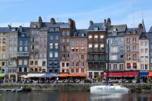 Honfleur harbour by gwenoder