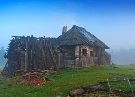 Old hut from Bukovina by lica20
