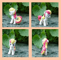 Blindbag Baby Apple Delight by Vampasaurus