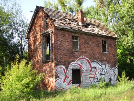 Abandoned house by laluna19