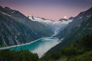 Moon rise at Schlegeisspeicher lake, at the very e by Sesjusz