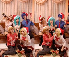 Vocaloids crazy for Christmas by maki-chama