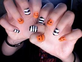 HALLOWEEN NAILS by explodingmuffins