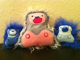 A family of yetis by akillertofu