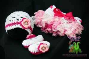 Crochet white and pink ruffled baby girl set by LittleShopOfLostArts
