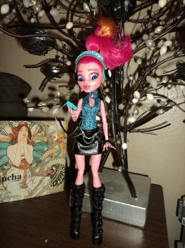 OOAK Monster High Repaint: Gigi 2 by jlaynaeb