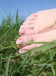 Pinky feet in grass by MissBabelicious