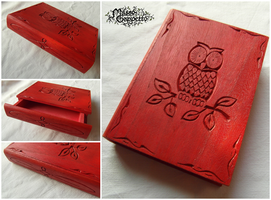 SCARLET OWL BOOK (Box) by MassoGeppetto