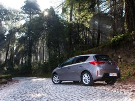 Toyota Auris by Bambr