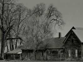 The haunted house on the edge of town... by thewolfcreek