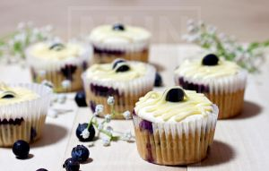 Lemon Cream Blueberry Cupcake 1 by munchinees