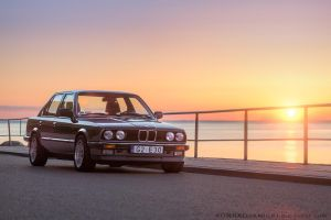 BMW e30 at sun rise by KonradJanicki