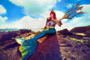 Queen Ariel cosplay by Lisa-Lou-Who