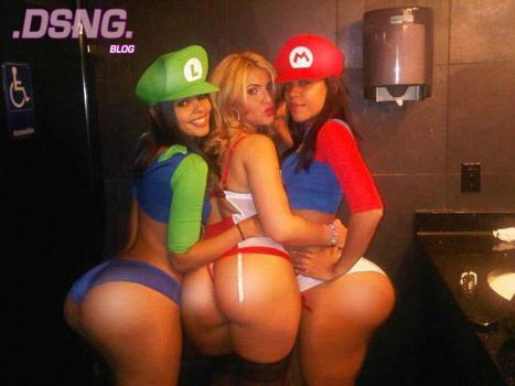FEMALE MARIO AND LUIGI BIG ASS BOOTY COSPLAY?? by DSNG