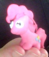 Tiny little Pinkie by Loopsy-Loo
