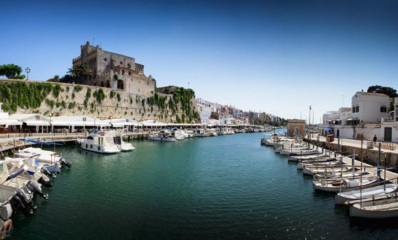 Cuitadella Harbour by Punt1971