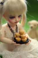 Ai with plain cupcakes by Aiclay