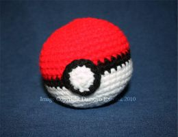 Crochet Pokeball by DamoyoExectak