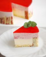 Strawberry and White Chocolate Entremet by macaron9