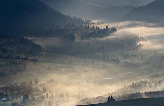 Foggy morning valleys by empyrea1