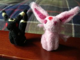 Espeon and Umbreon Needle Felt by archimer