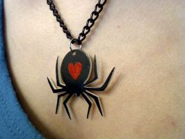 spider heart necklce by pnuewave