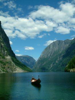 Norway mountains by McVaio