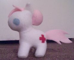 Nurse Readheart Mini Plush by Miiroku
