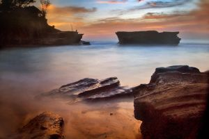 tanah lot side by nooreva