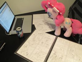 Pinkie helps with a commission by Template93