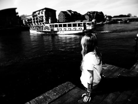 The rustling dance of Thames. by saberr-desu