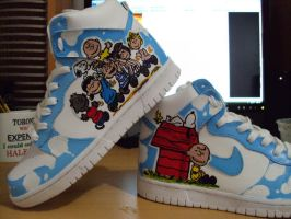Charlie Brown and Snoopy Dunks by lanktent