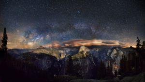 Milky Way over Yosemite park by vndesign
