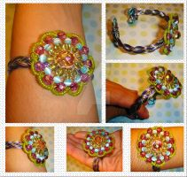 Uff beaded flower - bracelet by colourful-blossom