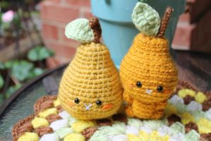 Pear and little pear by Amigurumifood