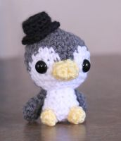 Tiny penguin with hat by dsgngrl