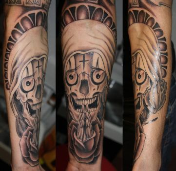 the praying skull by Unibody