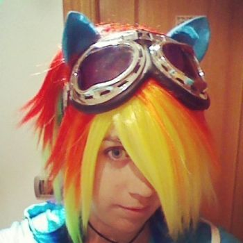 Rainbow dash cosplay by Arkenaya