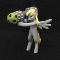 Derpy Muffin Launcher Scuplture by gileda