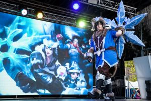 On stage - Snowstorm Male!Sivir by Tohkoe