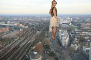 Giantess Laura Vandervoort out for a stroll by ilikemercs