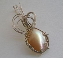 Mother-of-Pearl Pendant by Sercive