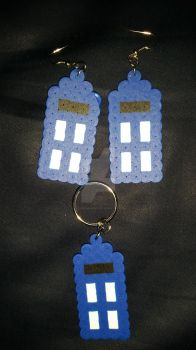 T.A.R.D.I.S. Earrings and Keychain! by ItalianSamurai