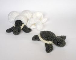 Hatching turtles by LunasCrafts